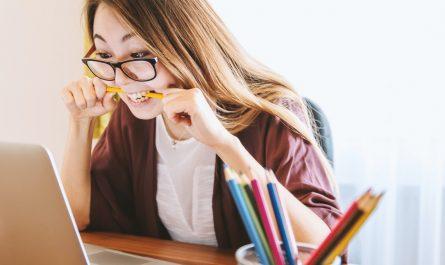 Studentská půjčka pomohla dívce k pořízení notebooku do školy.