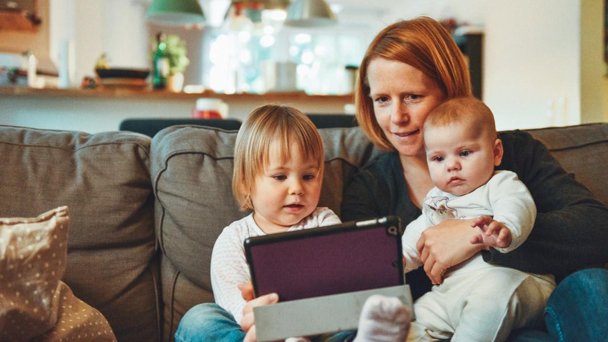 Mladá matka využila pro své děti očkování proti nemoci zvané zarděnky.